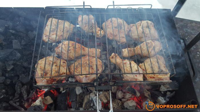 Готовим шашлык из курицы на мангале
